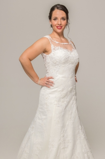 Illusion sweetheart neckline, lace straps, beaded lace bodice, ivory wedding gown, Levern dress, ilse Roux Bridal, Bellville, Cape town