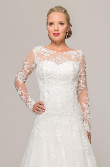 Elmien wedding dress by Ilse Roux Bridal, Ivory lace dress with long sleeves